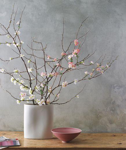 フラワーベースの花飾り方イメージ 桜の花