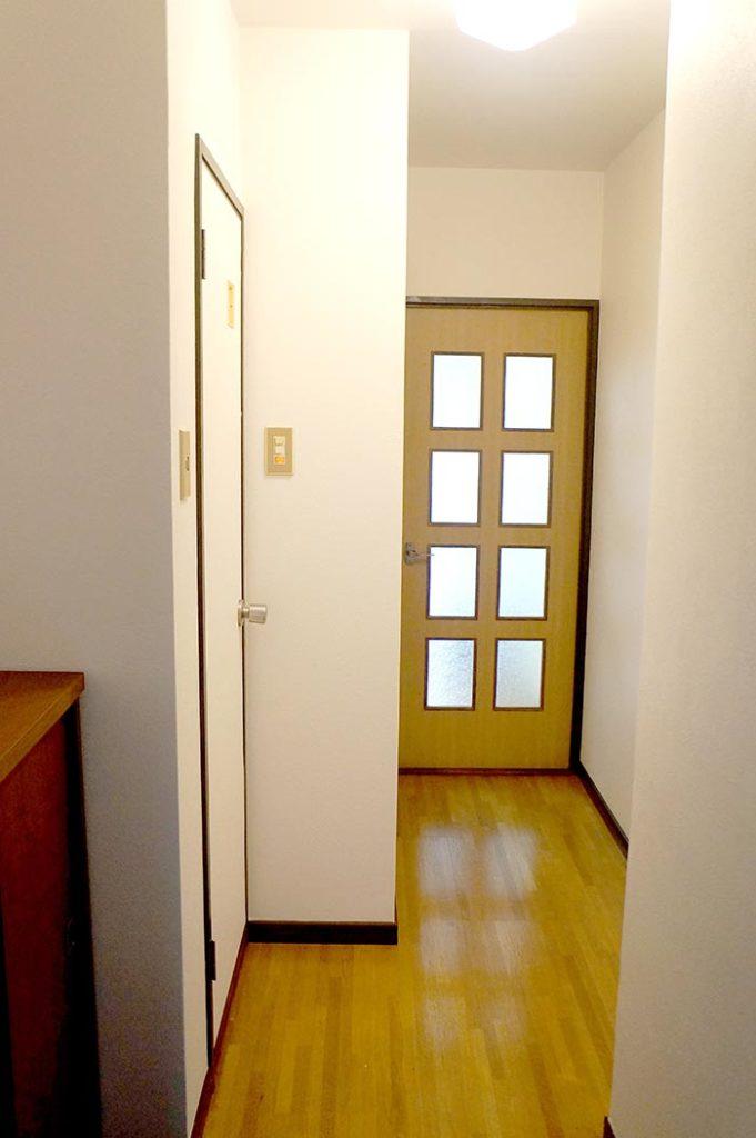 片野203号室の玄関