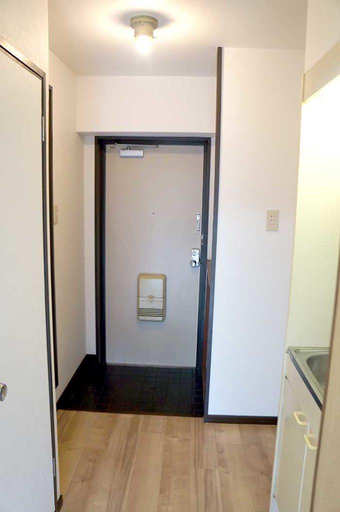 片野305号室の玄関