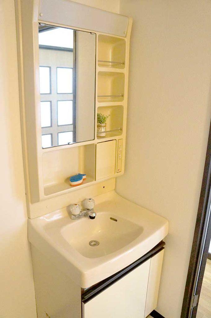 片野706号室の洗面台