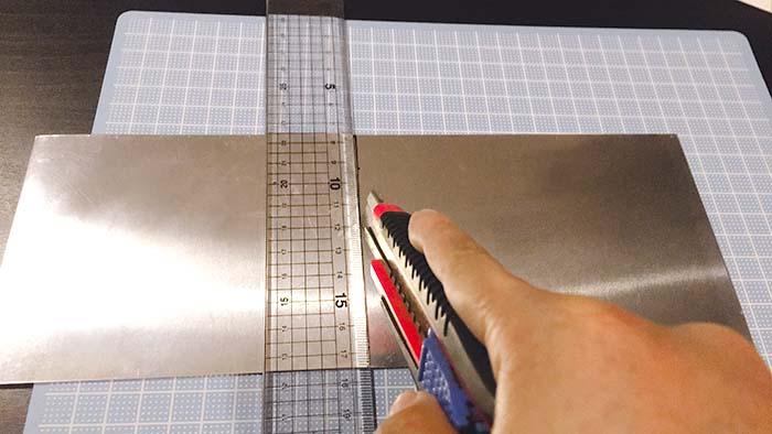 塩素で表札 アルミ板 カッターで切る