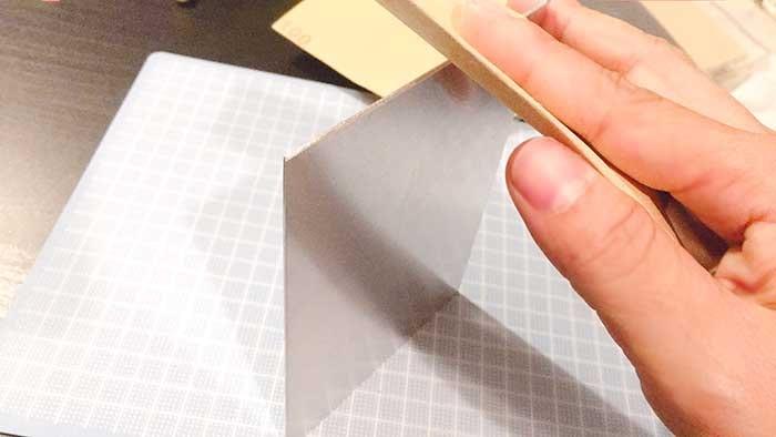 塩素で表札 アルミ板 紙やすりで整える